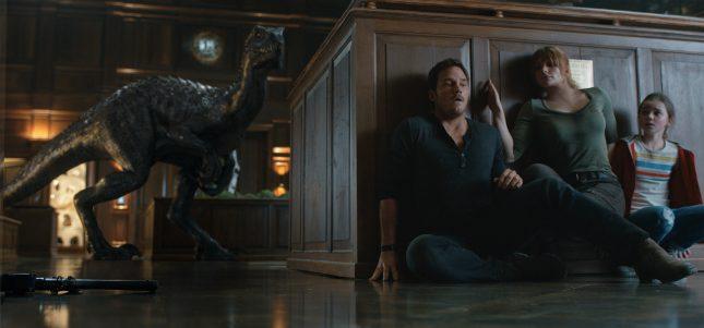 2482 FPT2 00147E 0147R GRD COMP 645x301 - Jurassic World: El Reino Caído - La Reseña Cinergetica