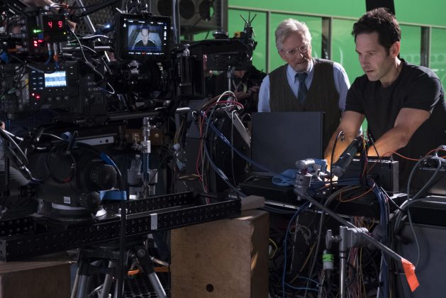 ant man and the wasp set photo paul rudd michael douglas 629x420 - Galería de imágenes detrás de cámaras de Ant-Man and the Wasp y nuevo spot para TV