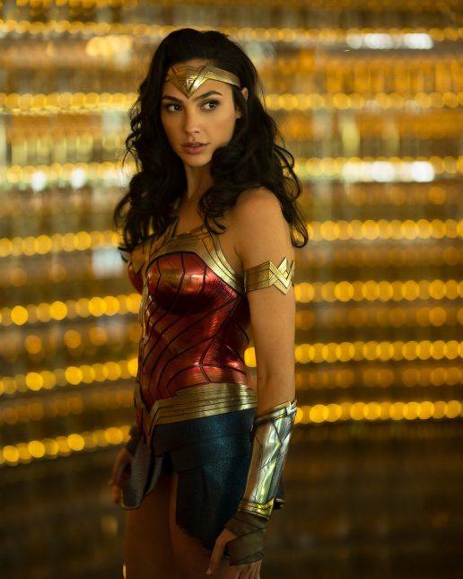 wonder woman 1984 gal gadot 516x645 - Wonder Woman 1984: Gal Gadot con su nuevo traje y vídeos desde el set