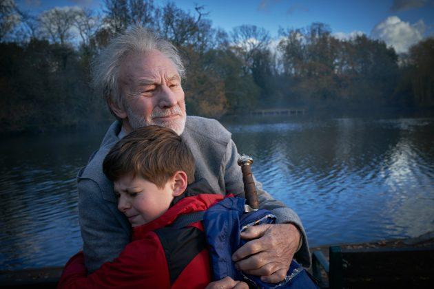 the kid who would be king louis ashbourne patrick stewart 630x420 - Mira el increíble trailer de The Kid Who Would Be King