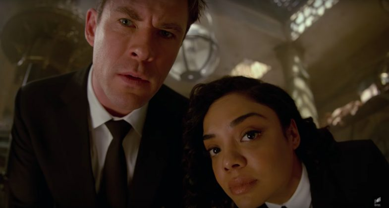 men in black reboot chris hemsworth tessa thompson 785x420 - Primer trailer oficial de Hombres de Negro: Internacional