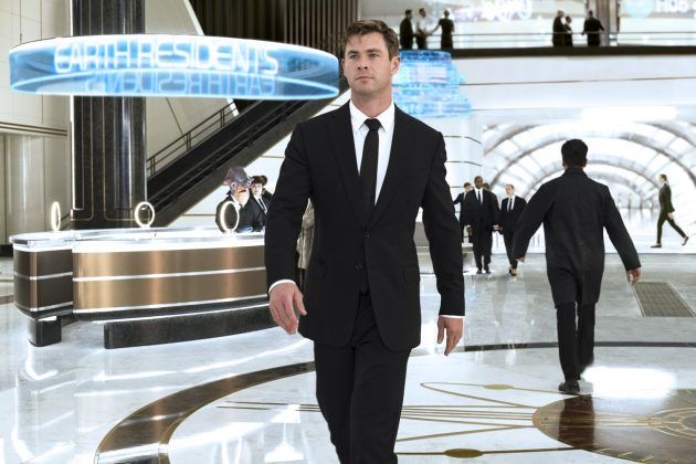 men in black international chris hemsworth 630x420 - Galería de imágenes de Hombres de Negro: Internacional